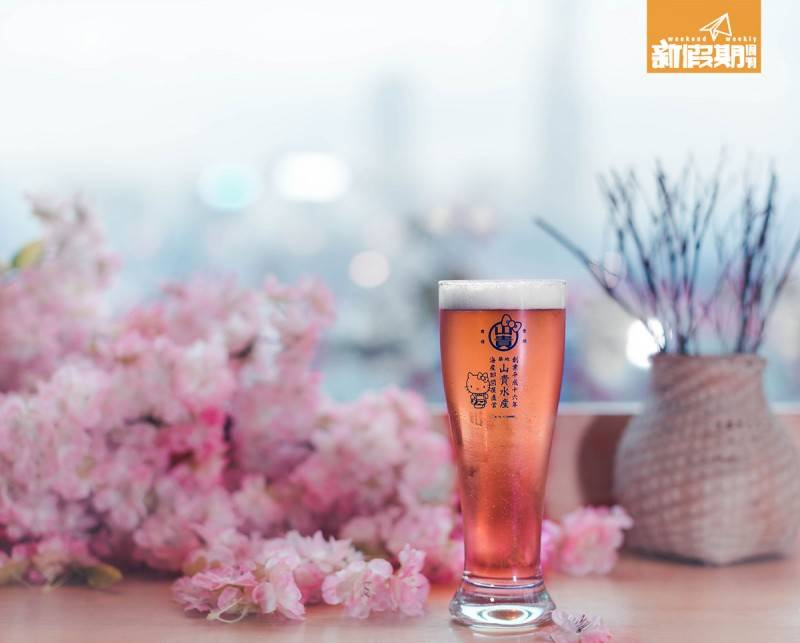 Hello-Kitty-Sakura-beer