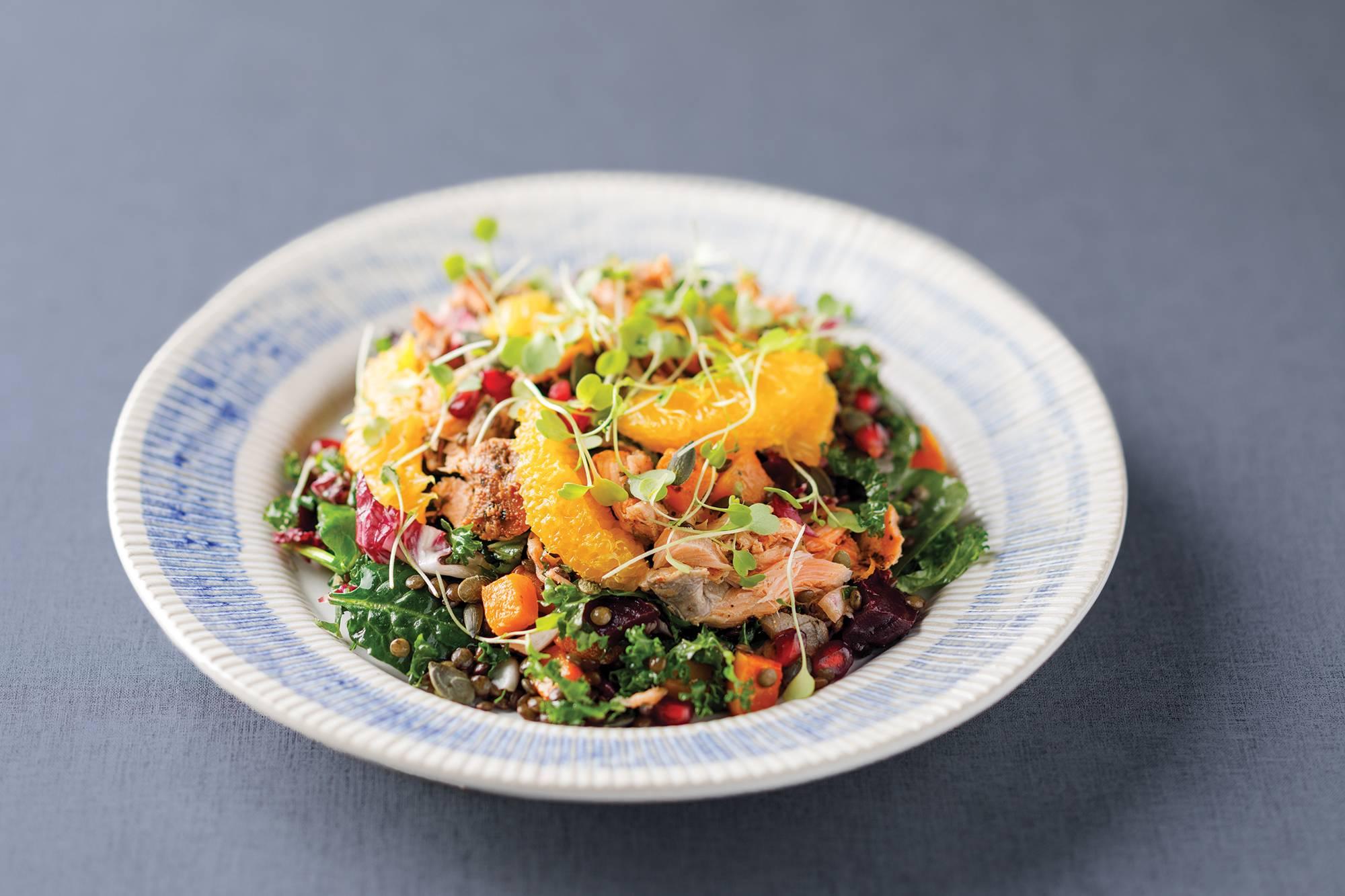 餐廳的菜式採用可溯源和可持續的新鮮食材炮製,烹煮方法風格簡單,擺盤卻一絲不苟。