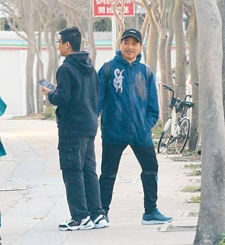 55歲古明華離巢無綫見步行步  有老婆撐「安心上路」