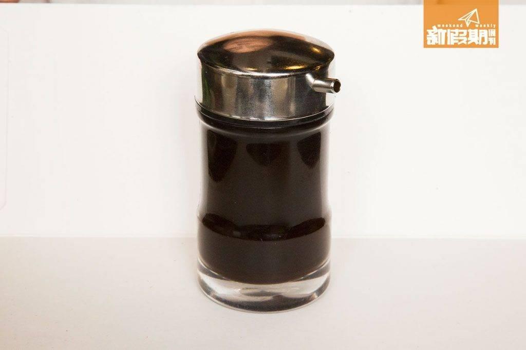 黑豉油、辣醬、薑蓉放在枱上自助,想落多少都可以。