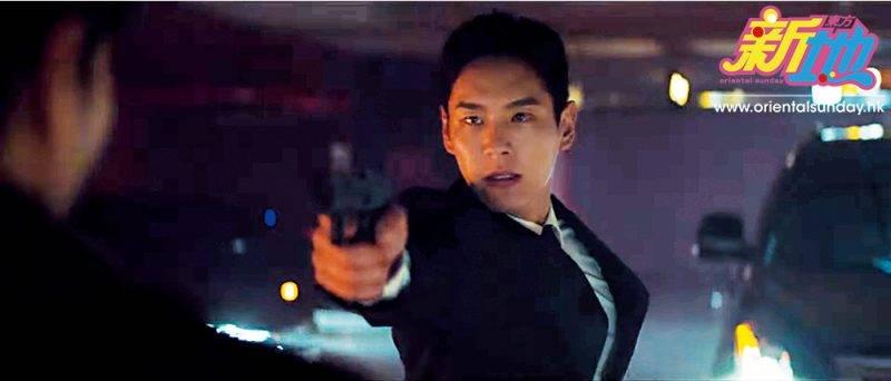 郭時暘劇中飾演一名為一眾時間旅行者提供保護的精英特工。