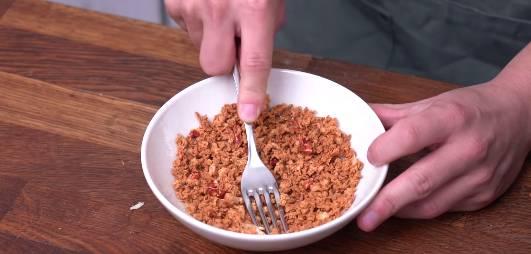 3)完成後放涼壓成蒜蓉碎。(圖片來源:Dim Cook Guide)