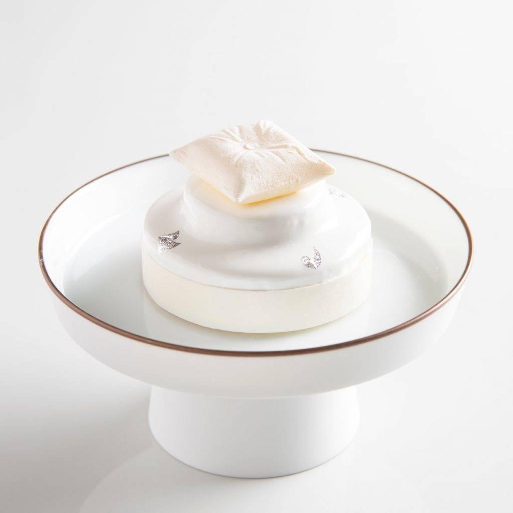 紅寶石朱古力芝士蛋糕 這款也十分有名,主廚混合法國布列塔尼的白芝士和日本柚子,入口夠fresh!
