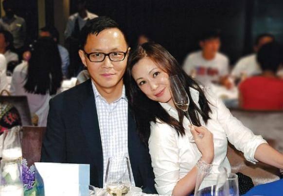 期後與金融界任職的男友李家輝(Stephen Lee)結婚,婚後一直非常恩愛,二人一直想生小朋友,可以人工受孕三次均失敗