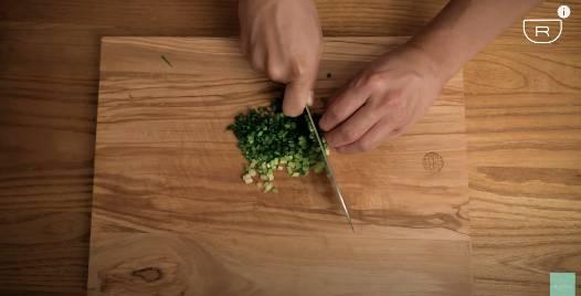 零失敗蒸蛋食譜!超滑嫩豆腐蝦仁蒸滑蛋 水和雞蛋黃金比例大公開!成品味道媲美中菜館|懶人廚房