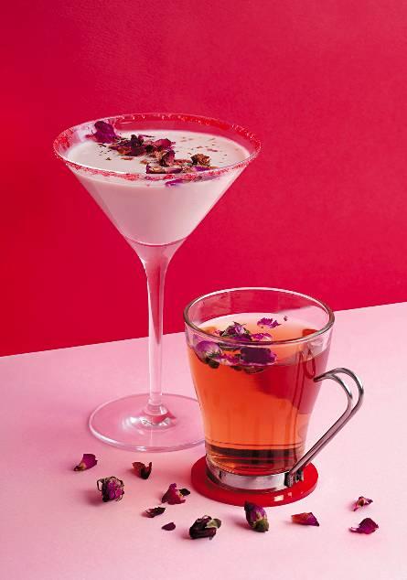 Strawberry Deligh(t 左)、Rose Tea(右) 凍飲Strawberry Delight以Movenpick士多啤梨雪糕和雲呢嗱伏特加調成,香滑中帶酒香;Rose Tea則是甘菊花茶以少許玫瑰糖漿作調味,甜度自己話事。