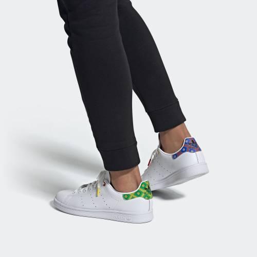 STAN SMITH 運動鞋原價9,以3件65折計算後只需9.3。