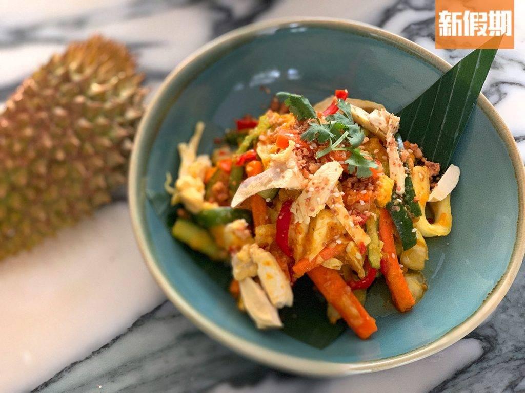 榴槤娘惹泡菜同樣以較生的榴槤肉入饌,配以香茅、乾葱、蒜頭和指天椒的清爽醬汁,酸、甜、辣並重。
