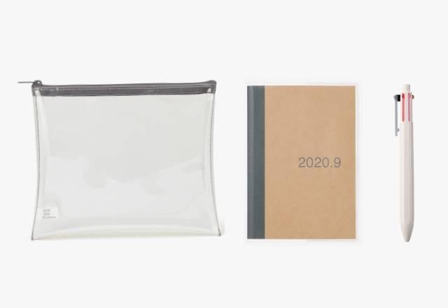 行事曆套裝 (原價7) 套裝包括TPU透明小物袋、牛皮紙每月行事曆A6,以及六角形六色原子筆,相當實用。
