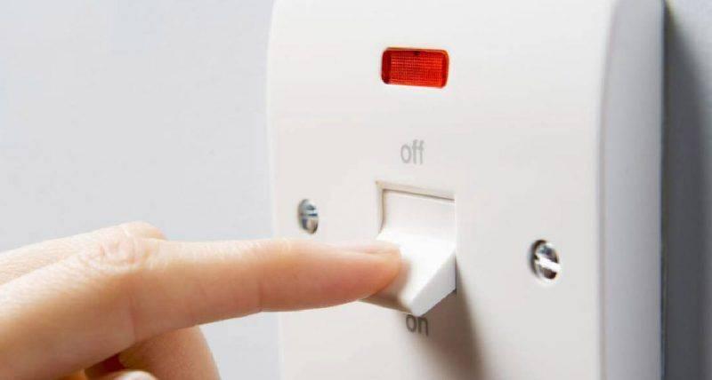 使用熱水爐後,應立即關掉電源。