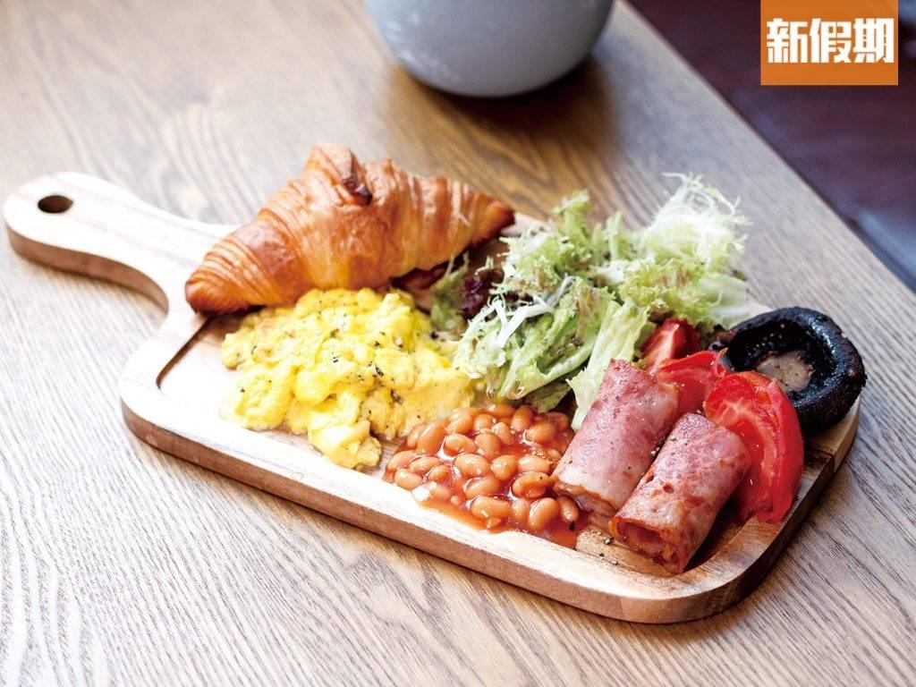 月下早餐 8 全日早餐的7款配料皆是經典配搭,大啡菇簡單調味後再烘烤,十分多汁,而煙肉亦煎至微焦,味道濃郁。