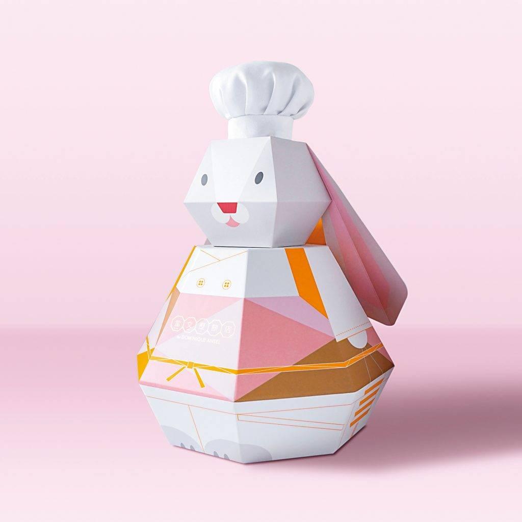 大廚小兔月餅禮盒 8禮盒設計成可愛小兔,玉兔換上一身廚師衣服和戴上廚師帽,禮盒底部和背部則蘊藏了月餅和曲奇烘焙套裝。