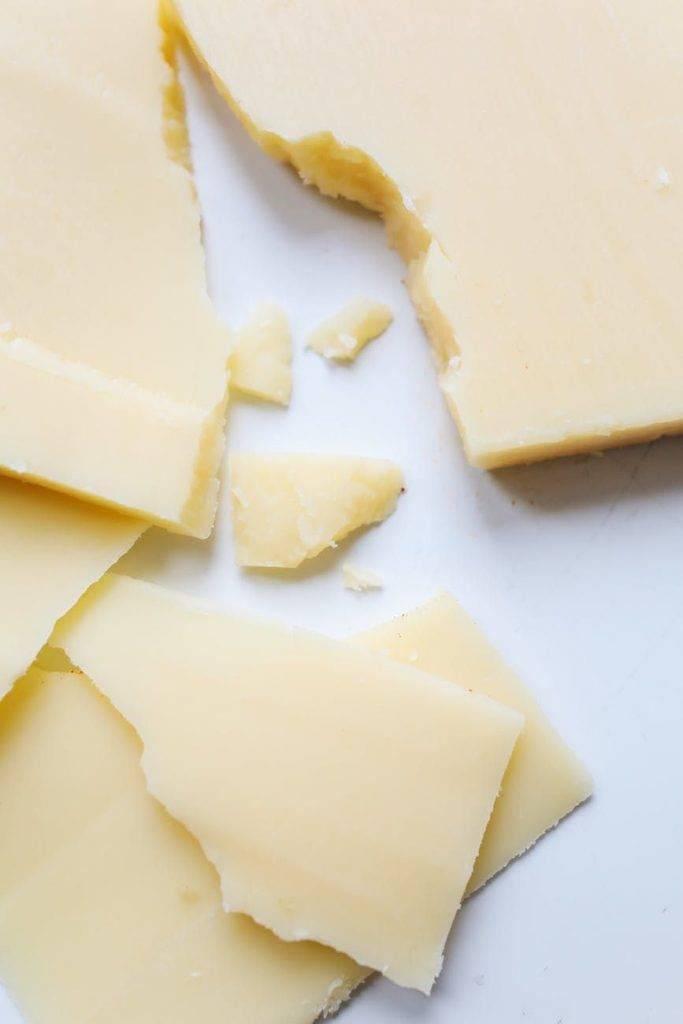 減肥禁忌食物4-芝士,內含的糖、脂肪與蛋白質的比率,會影響新陳代謝