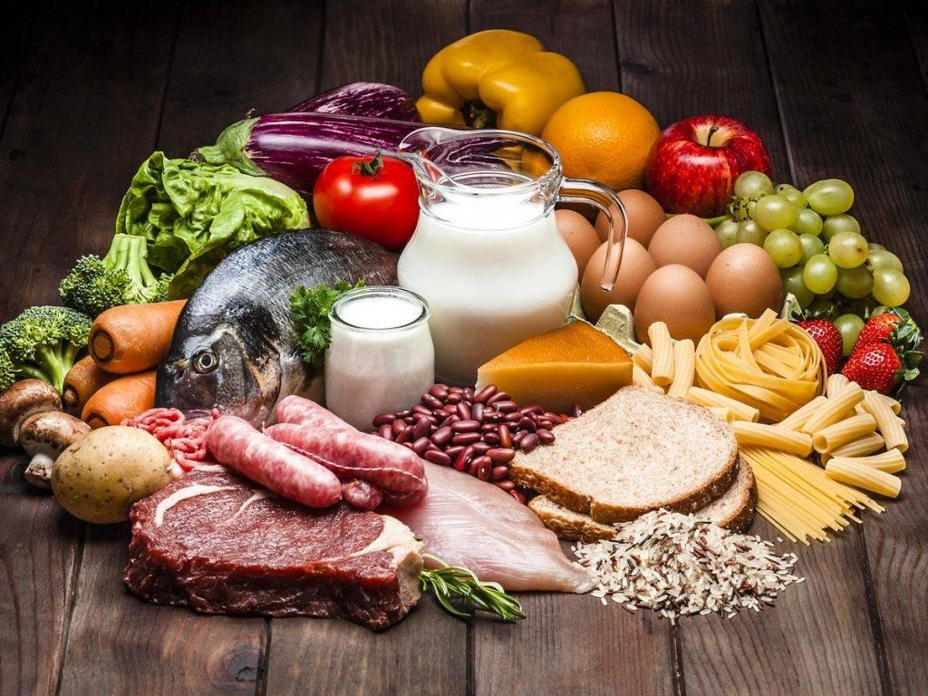 均衡飲食應包括五穀、蔬菜、水果、蛋白質類、奶類、及適量脂肪。