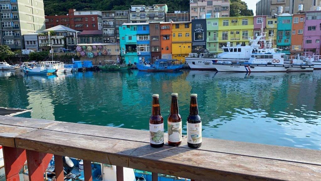 以基隆地名命名的限定精釀手工啤酒:「潮境啤酒」、「雞籠啤酒」,以及「鳳尾石花菜」。