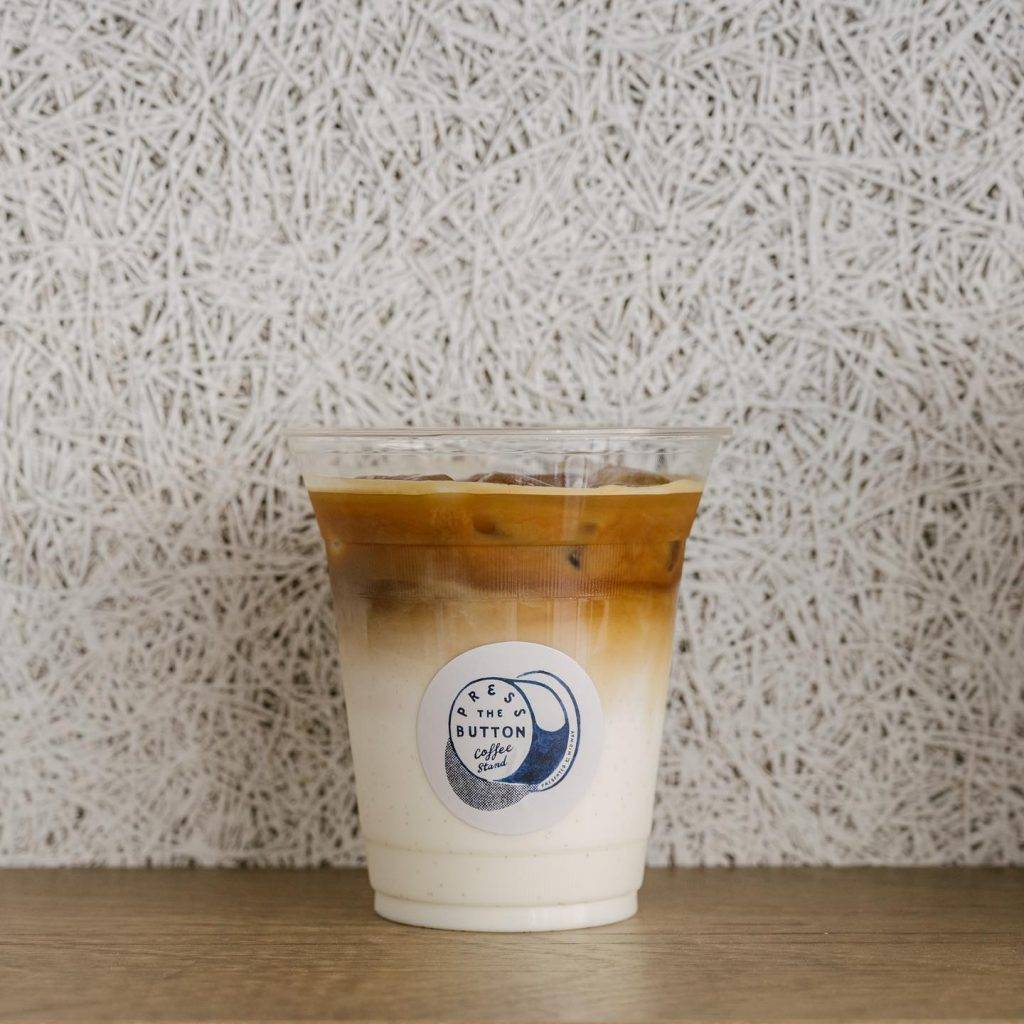 ICED LATTE 由本地咖啡店 Craft Coffee Roaster 烘焙的 HONEYCOMB,口感幼滑。