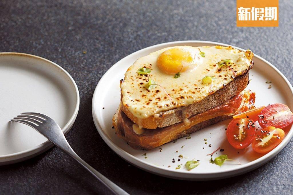 特製法國火腿吐司配煎蛋   店主在澳洲留學時常會吃到這款早餐,蛋與火腿是簡單組合,不過這道菜的蛋上有薄薄一層烤芝士,質地幼滑,味道比一般芝士淡,因此不易有飽滯感。