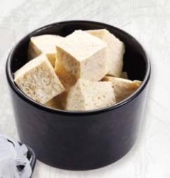 凍豆腐可是必吃配料,吸滿湯底精華,超滋味。