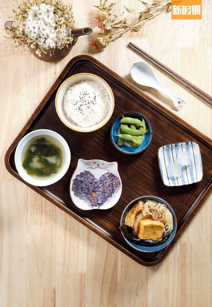 日式媽媽便當午市 、晚市   除了飯和湯,其餘4小碟均會不時轉換款式,取名日式媽媽便當,就是因為有日本家庭料理的風格。