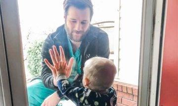 【#網絡熱話】1歲B手貼手為爸爸打氣