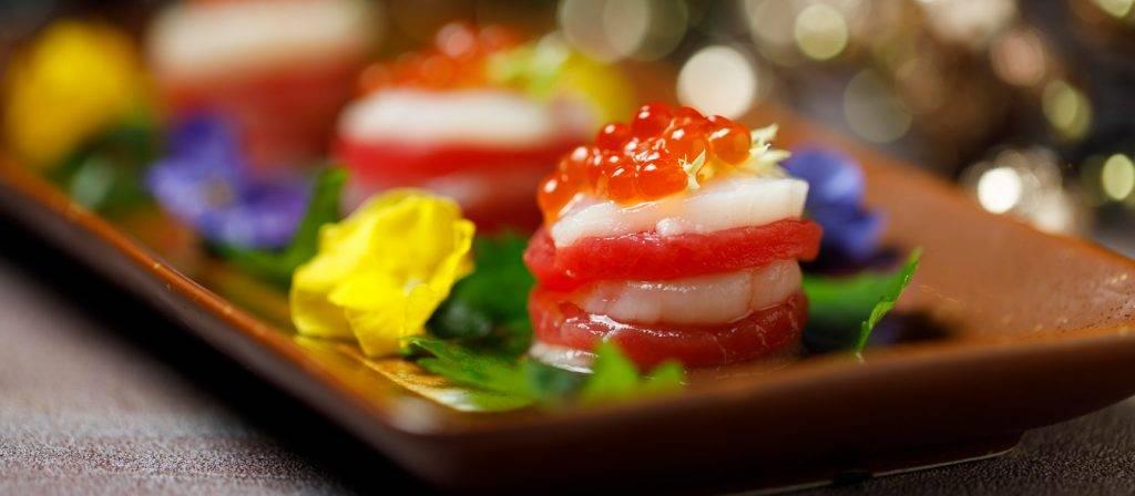 層層疊金槍魚帶子刺身及三文魚籽