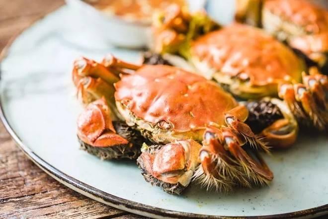 夏麵館推出大閘蟹放題,最平$358就能任食清水大閘蟹。