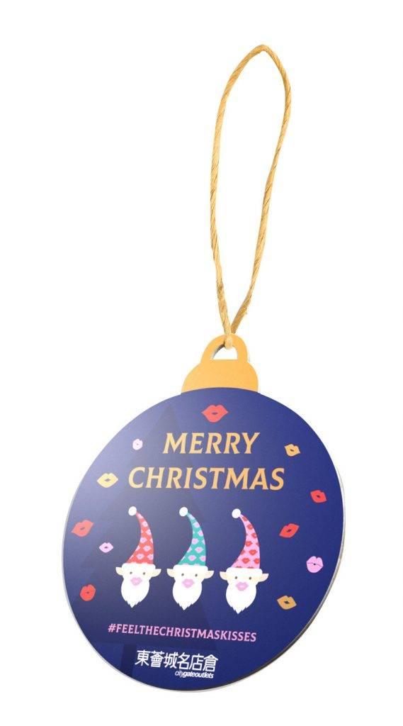 只要成為會員,即可到全像投影親親郵遞局,與小精靈互動,製作獨一無二的聖誕木卡