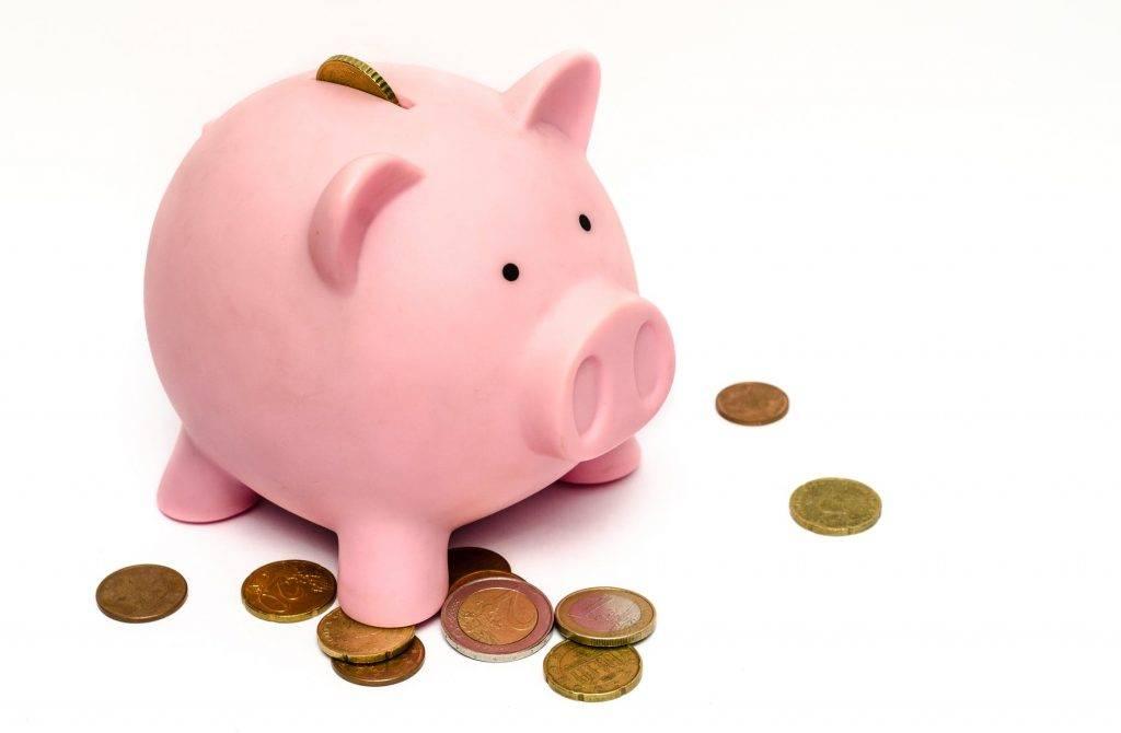 多了受訪者減少投資和銀行存款,轉而將現金放在家中。