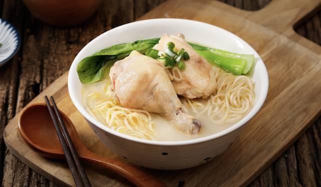 雖叫作牛肉麵店,但為了滿足不吃牛的食客,台灣店也有推出嫩雞麵,不知香港店會否同樣供應。