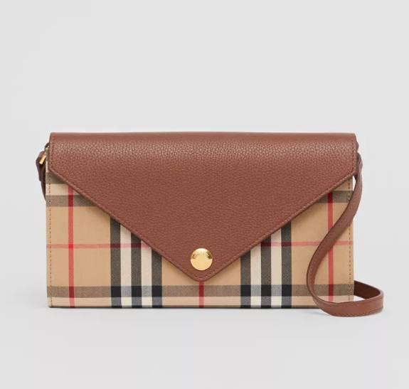 溫柔復古霧啡色手袋8.BURBERRY Vintage Check and Leather Wallet with Detachable Strap ,300(圖片來源:品牌官網)