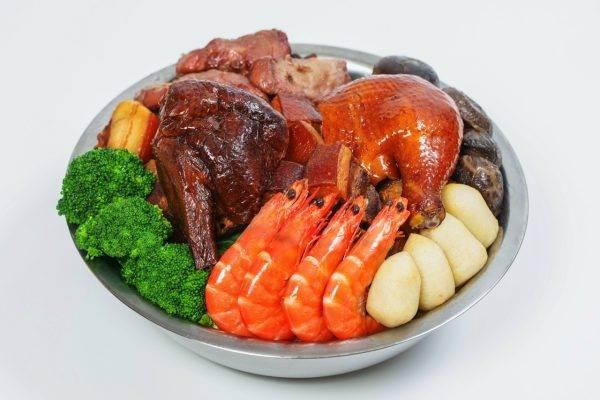 迷你「傳統」盆菜8細細地,啱3-4人Share。