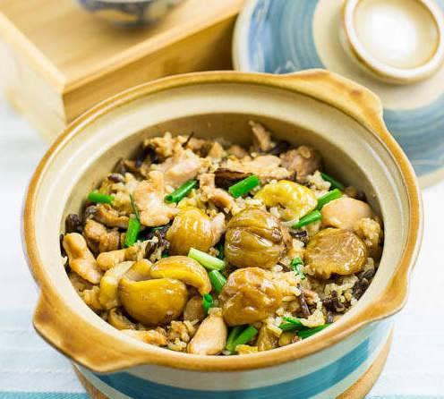 大家可以參考以上的健康煲仔飯食譜,嘗試在家中自製較低卡的煲仔飯