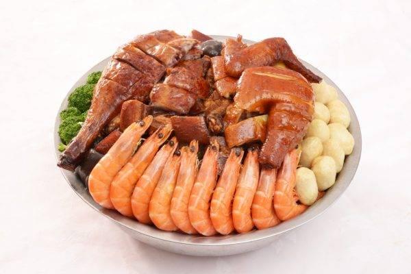 傳統圍村盆菜<img class=