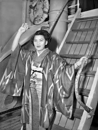 比嘉和子透過美國軍艦安全護送回日本。(圖片來源:sharetube.jp)