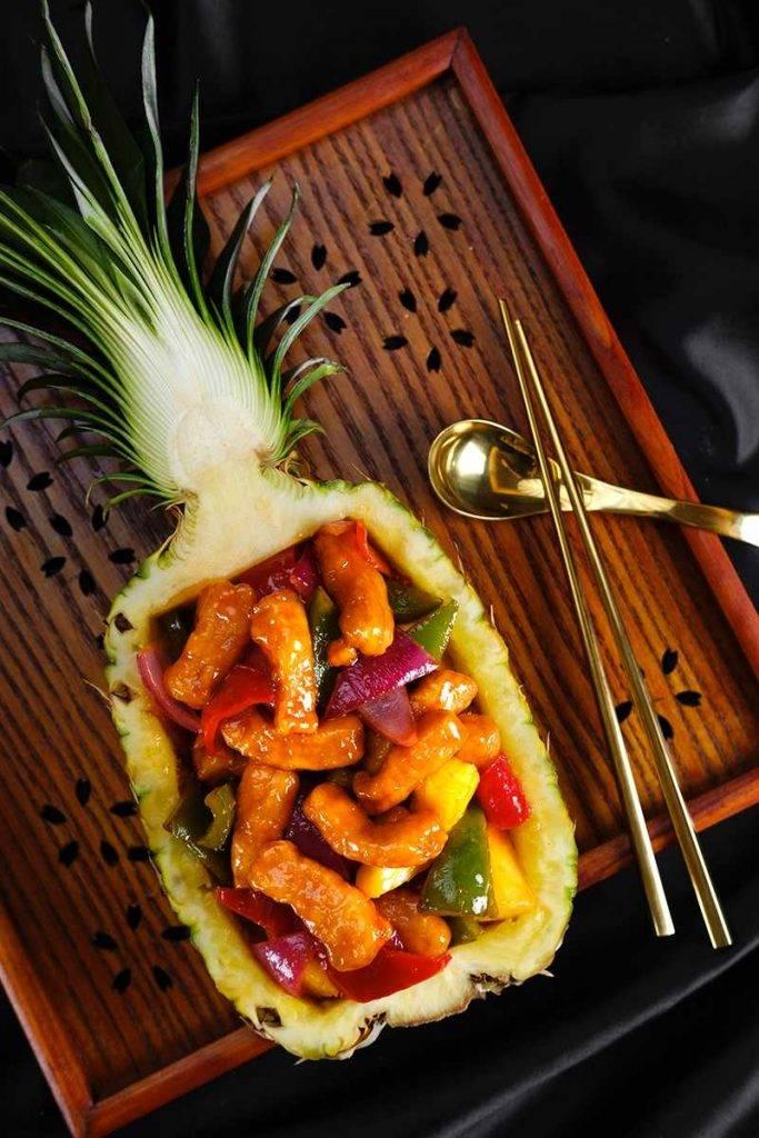 菠蘿咕嚕肉酸甜開胃,菠蘿肉配搭炸得酥香的豬肉,夠晒開胃。