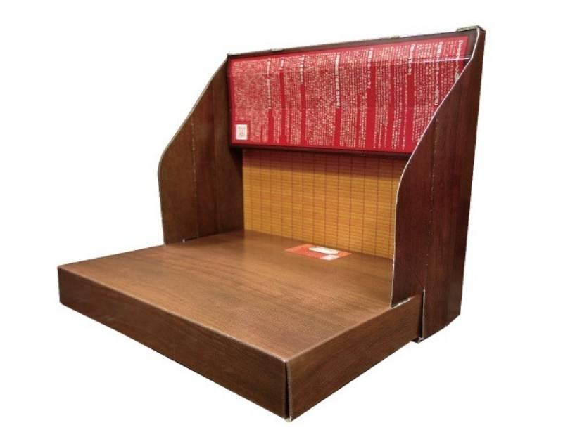 原來曾在2017年,一蘭拉麵曾出過一款拉麵盒套裝,包裝盒可砌出一蘭店内的「自修室位」,夠搞笑。