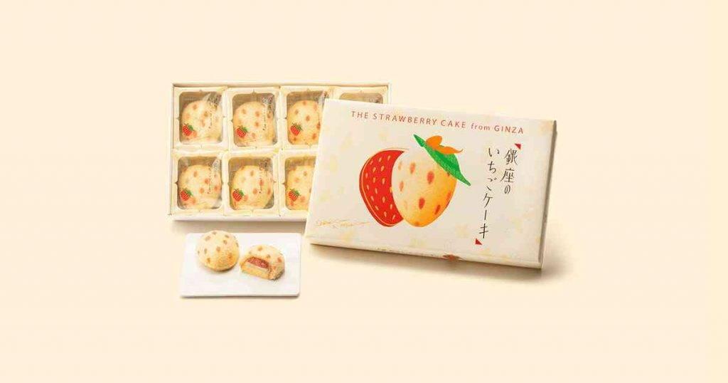 Tokyo Banana 銀座草莓蛋糕 1/4件裝(1/3 - 19/3 期間只接受預訂,不設現貨)、9/8件裝( 1/3 - 19/3 期間只接受預訂,不設現貨),鬆軟濕潤的草莓紋海綿蛋糕包裏著香醇的牛乳忌廉夾心及鮮甜草莓軟心醬,雙重內餡。