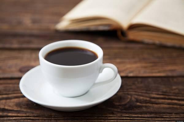 「綠茶咖啡」源自於日本,做法是將一比一的綠茶跟黑咖啡混合。