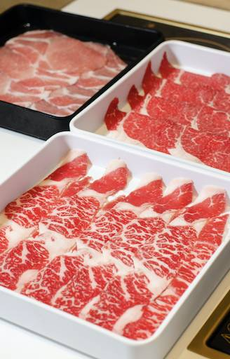 火鍋放題有多款肉類選擇,收費視乎所選肉類的產地及品種。