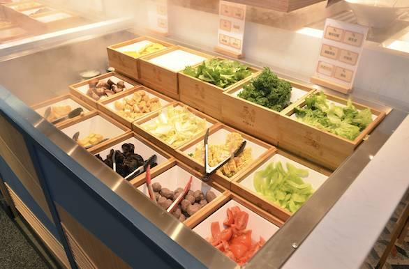 大量蔬菜供任食任取。