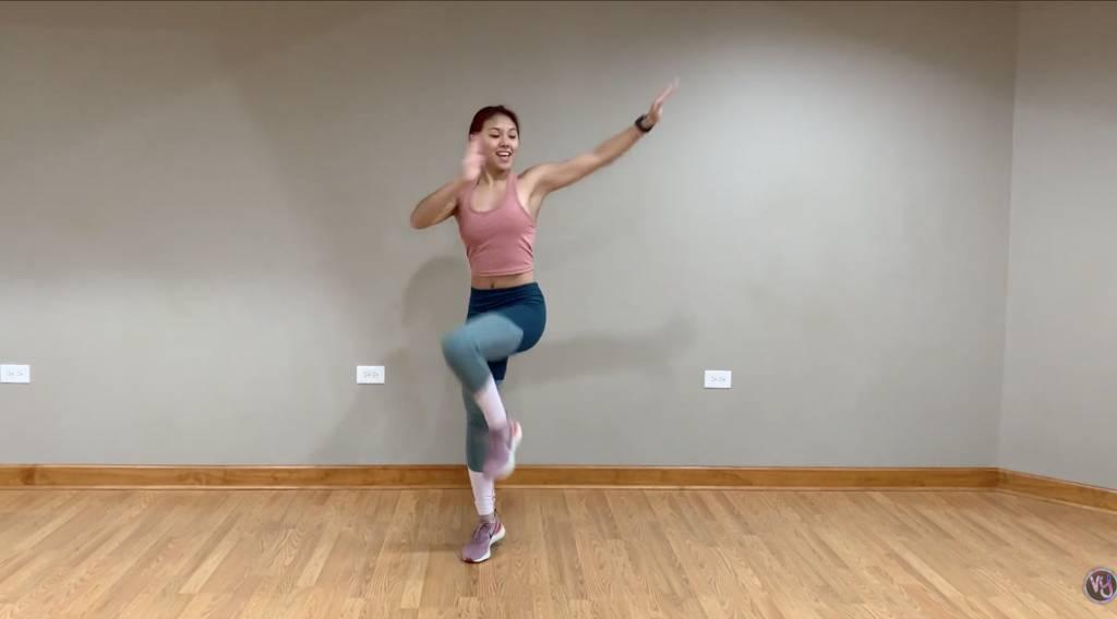 這個動作能瘦大腿和手臂。(圖片來源:Vivian Yuan)