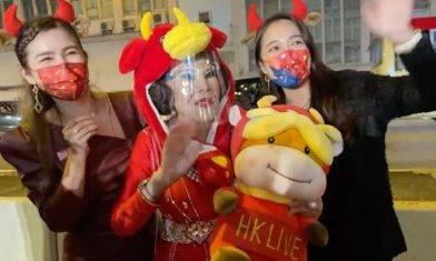 夏蕙姨扮「牛魔王」發布新春賀詞! 自爆「年年爭上頭炷香」源於一個約定⋯⋯