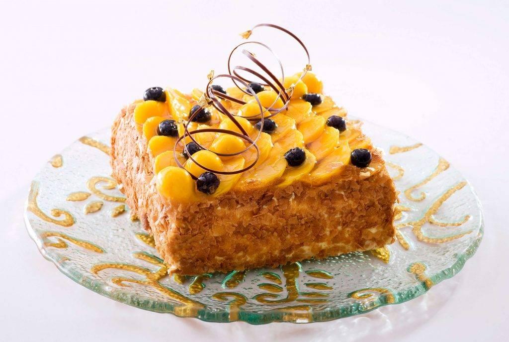 聖安娜蛋糕,底層是香脆酥皮,上面是吉士忌廉、朱古力慕斯及忌廉泡芙。(8/磅)