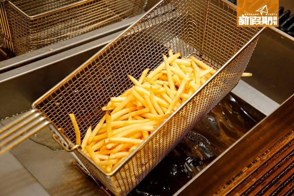 薯條以植物油混合牛油脂炸起,特別香口。