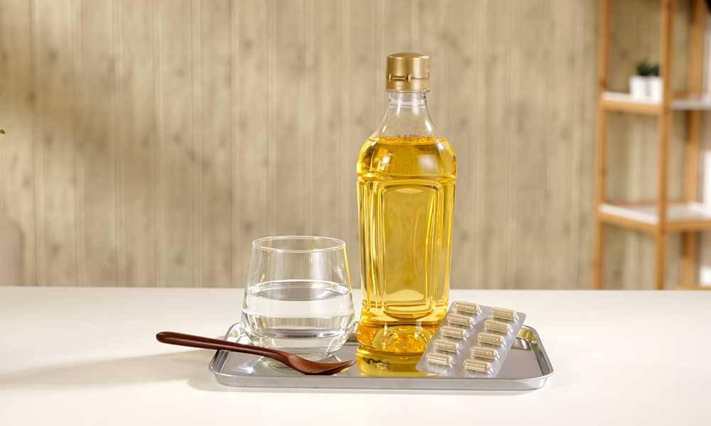 實驗一所需材料包括:清水1杯、1匙油及2粒修腩素。