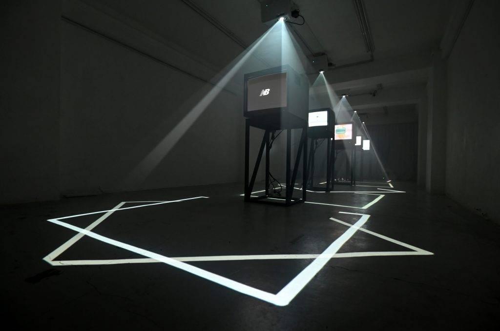 這次的構思以「可以摸到的光線、聽得見的視覺、看得見的音樂」營造出跨媒界的狀態。