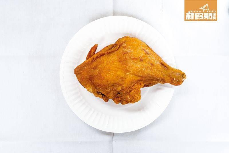 炸雞髀邊位有嚼勁、不嚡口,雞皮脆身,炸到有氣泡,非常燙手。