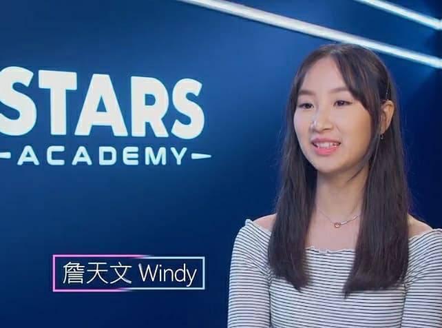 15歲的詹天文(Windy)在第一集獻唱《泡沫》,得到24分高分入圍!節目中,她更大口氣直言姚焯菲實力未夠⋯⋯