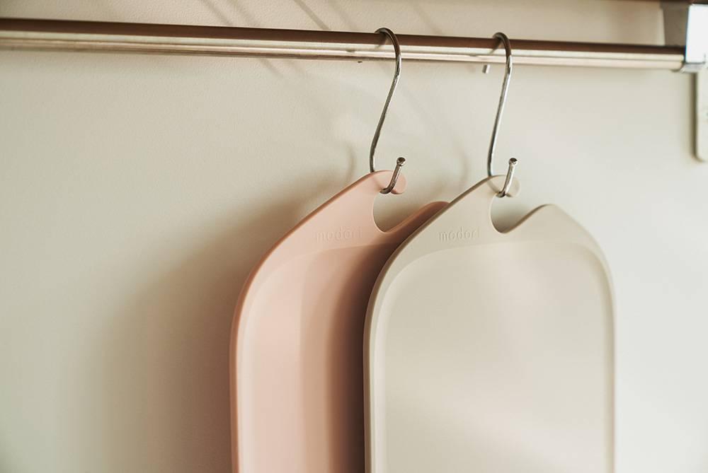 砧板可以放入洗碗機,掛起就可以晾乾,好方便!