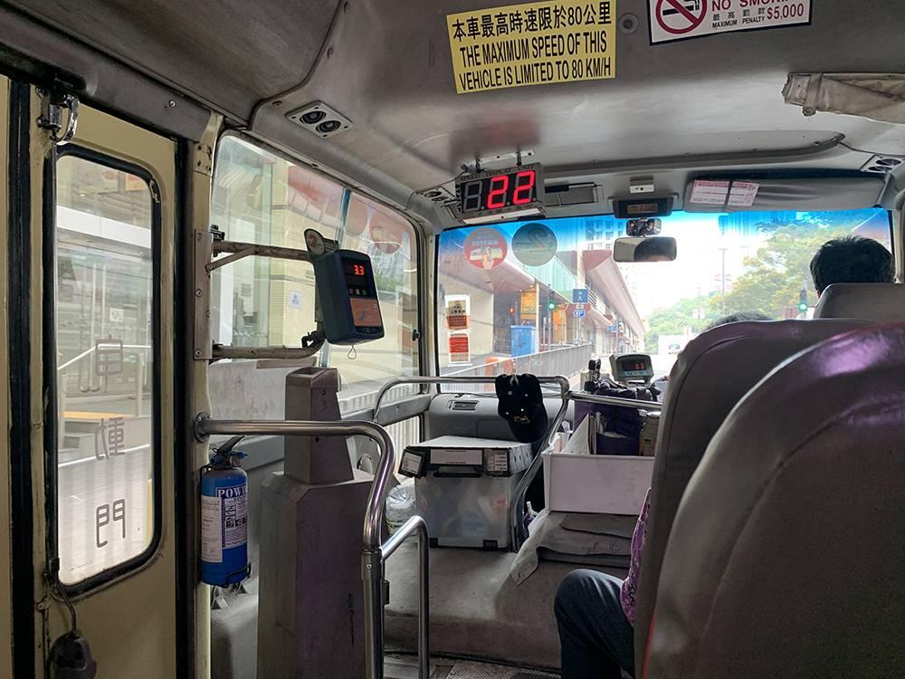 網民表示,如果帶小朋友搭小巴,通常都會付足車資。